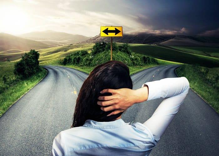 Decidir el camino correcto en la vida - autoayuda