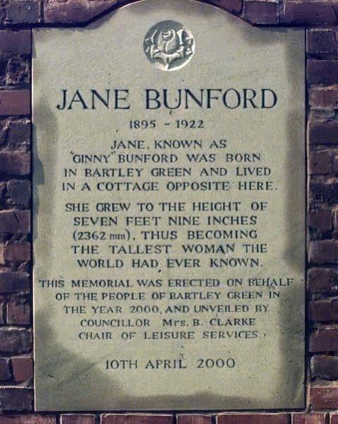 Jane Bunford mujeres más altas