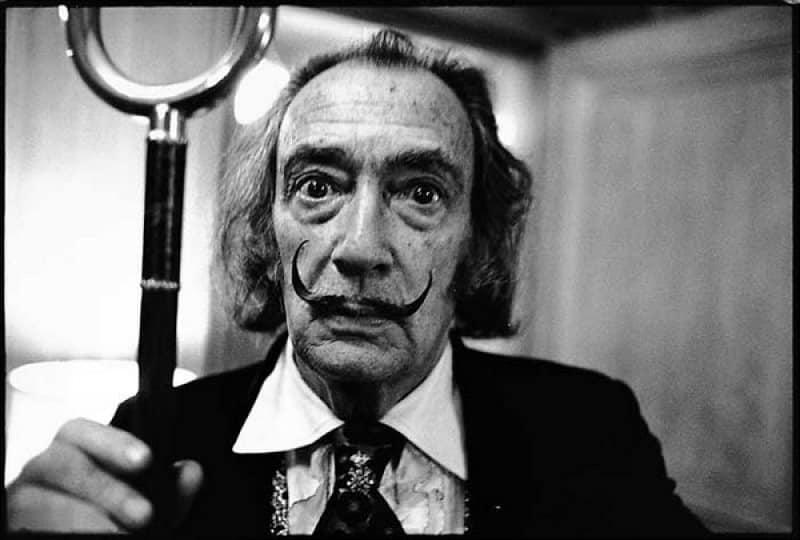 Pintor Salvador Dalí de viejo